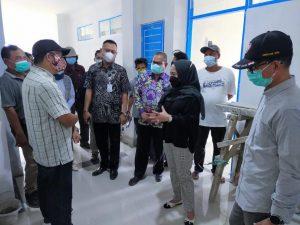 Anggota DPRRI Komisi IX Dewi Aryani melakukan dialog di dampingi Kepala Dinas Kesehatan Dr. Hendadi Setiaji