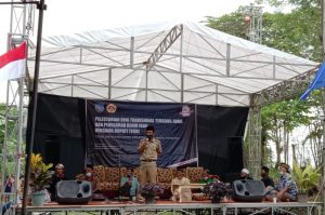 Kepala Desa Purbasana dalam sambutan acara Pelestarian Seni Tradisional Terbang Jawa dan Penebaran Benih Ikan di Embung Majasari (Dok katartegal.com)